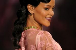 A continuación, los diferentes maquillajes que Rihanna ha lucido en eventos públicos. Foto:Getty Images