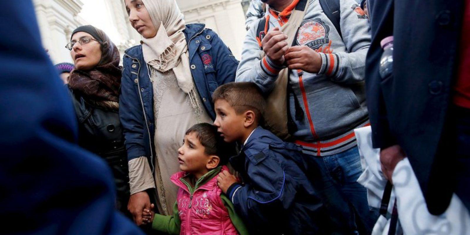 La foto del niño Aylan ahogado en una playa de Turquía y el padre que vendía bolígrafos en Siria para darle de comer a su pequeña hija son algunos de los casos que han conmovido al mundo. Foto:Getty Images