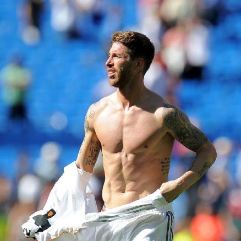 Sergio Ramos es otro de los futbolistas que pasan horas en el gimnasio para lograr resultados como el de la foto. Foto:Getty Images