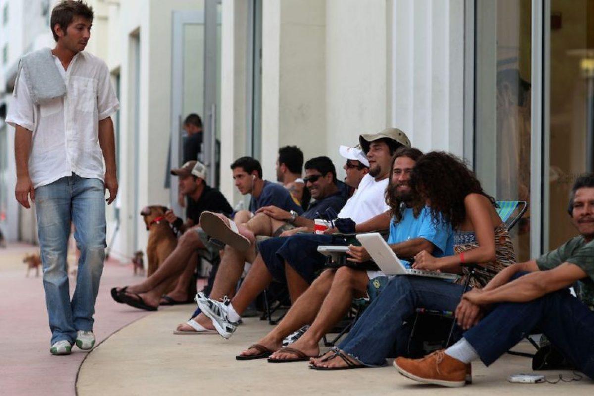 Personas esperando para comprar el iPhone. Foto:Getty Images