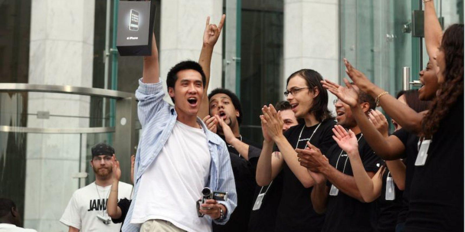 Los primeros compradores. Foto:Getty Images
