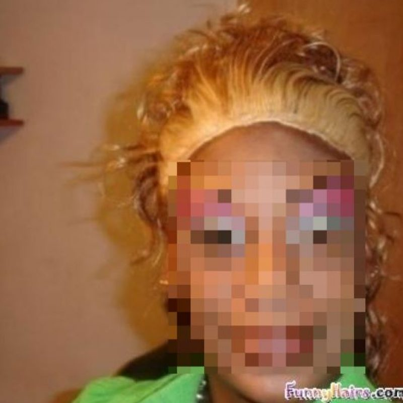 Se tiene- sí o sí- que aplicar a 1,27 cms del cuero cabelludo. Porque el color original, con toda su intensidad, quedará impregnado en esa zona. Imaginen el efecto. Foto:vía HairFails.com
