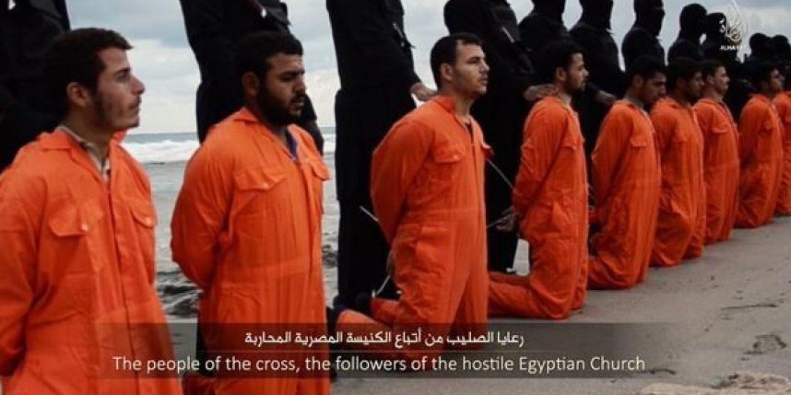 En febrero pasado, Estado Islámico mostró un video decapitando a 21 cristianos originarios de Egipto Foto:Twitter – Archivo