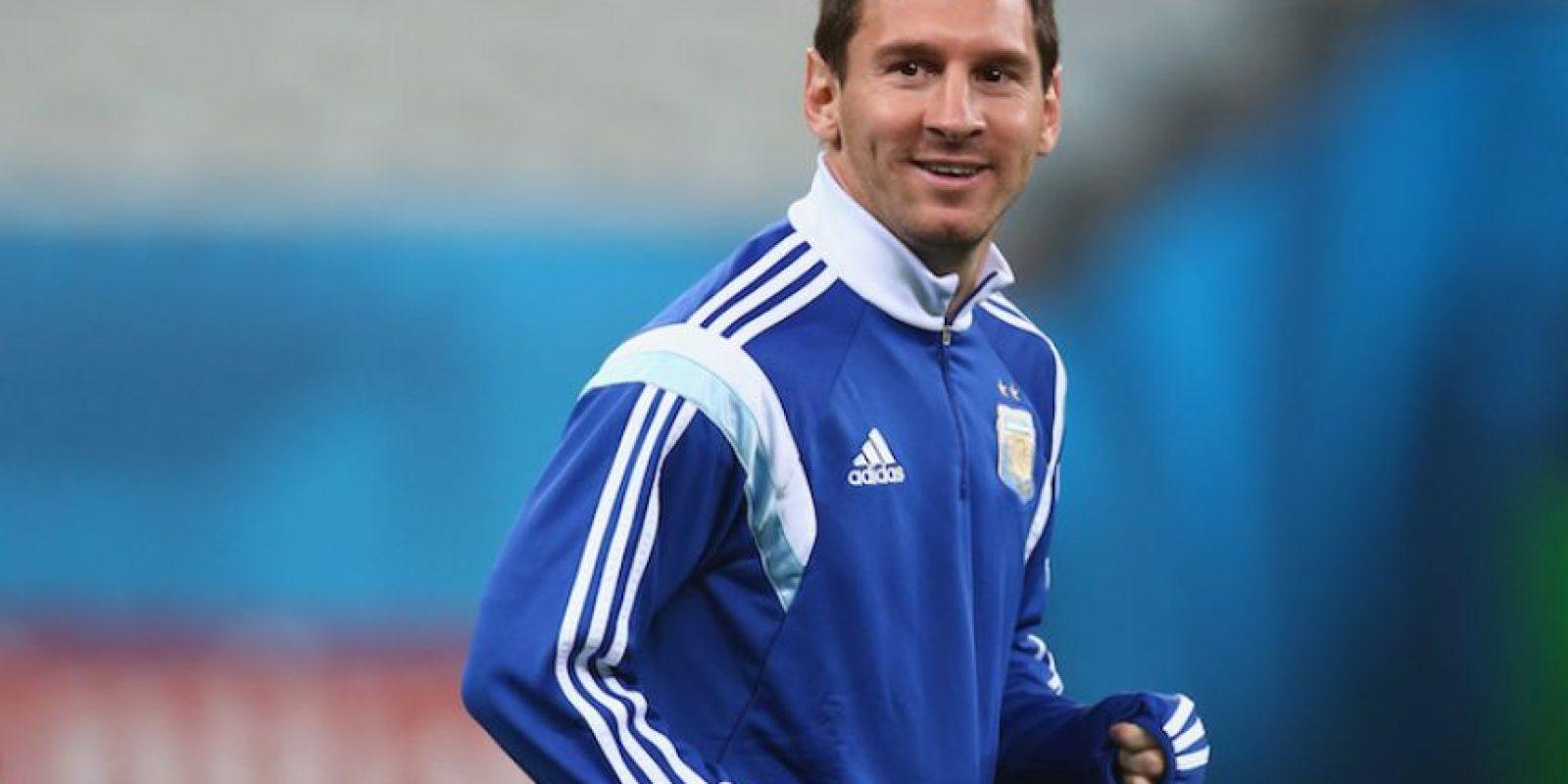 Actualmente se recupera en la embajada argentina en Nigeria y le envió un mensaje de agradecimiento al futbolista. Foto:Getty Images