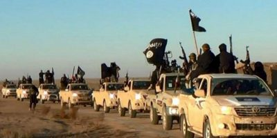VIDEO: Reportera confunde bandera de formas fálicas con la de ISIS