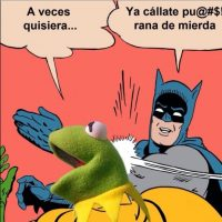 Batman cacheteando a Robin Foto:Twitter