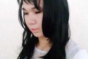 Quiso ayudarle a su novia al presentar su examen universitario y se vistió de mujer Foto:Vía news_kz: vk.com/news_kz