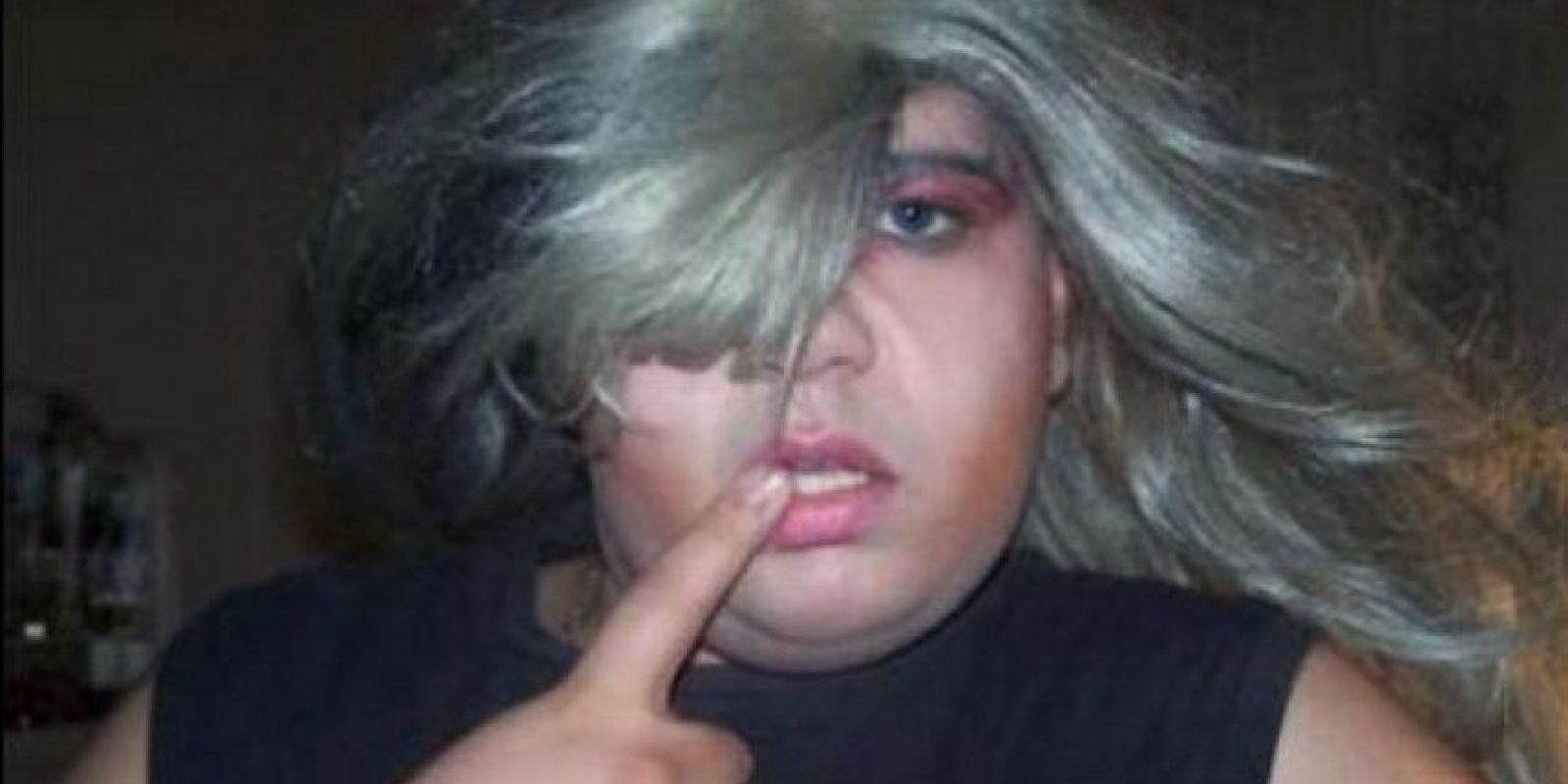 Los encargados de realizar el examen se dieron cuenta de que se trataba de un hombre vestido de mujer cuando este habló Foto:Tumblr.com/tagged/vestidos/mujer