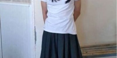 Lo multaron por vestirse como su novia y realizar un examen por ella