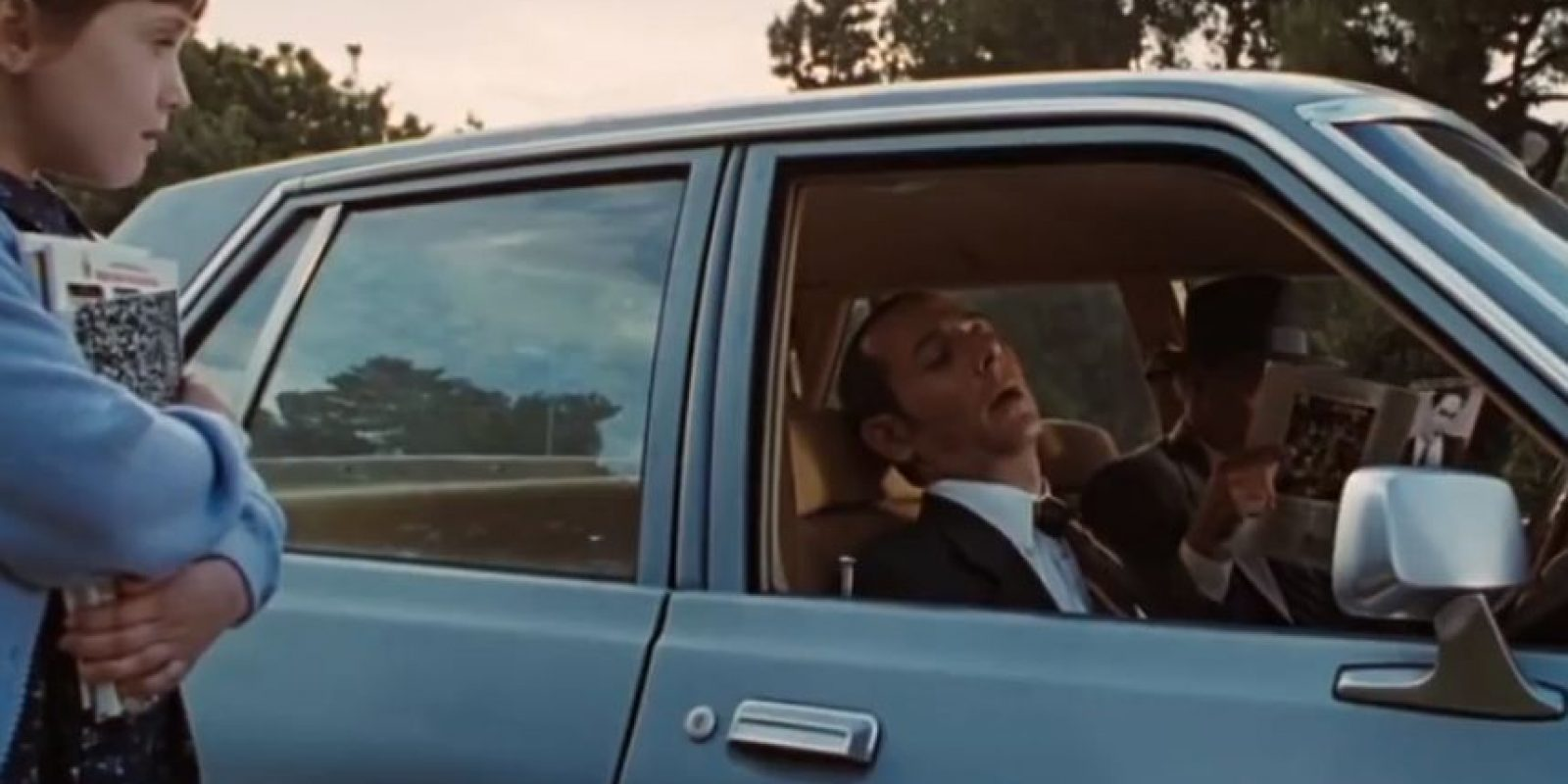 """7. La canción que oyen los agentes del FBI que espían al padre de """"Matilda"""" es del programa de """"Pee Wee"""". Irónicamente, el actor que interpreta a uno de los agentes fue protagonista de la serie. Foto:vía TriStar"""