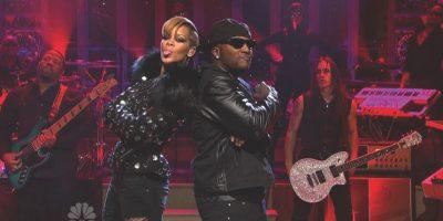 """Rihanna con Young Jeezy – """"Hard"""" (2009) En 2009, Rihanna estuvo en los titulares por todas las razones equivocadas, con su novio Chris Brown acusado de asalto y de hacer una amenaza criminal. Ya era hora de que RiRi perdiera el factor lindo, y entrara con una imagen más dura con pelo corto, y una colaboración con el chico malo Young Jeezy. Foto:Getty Images"""