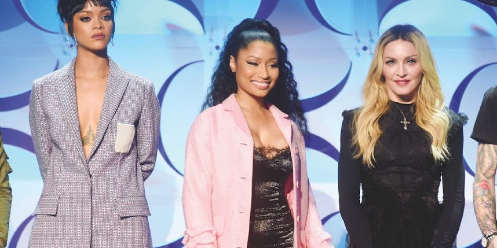 """Nicki Minaj con Rihanna – """"Fly"""" (2010) Éstas son dos de las más grandes compositoras femeninas proclamando líricamente su propio éxito y ambición. Y, ¿por qué no? También es aparentemente tiempo para que Nicki Minaj y Rihanna dejen sus looks de 'vagabundos' al parecer. Foto:Getty Images"""