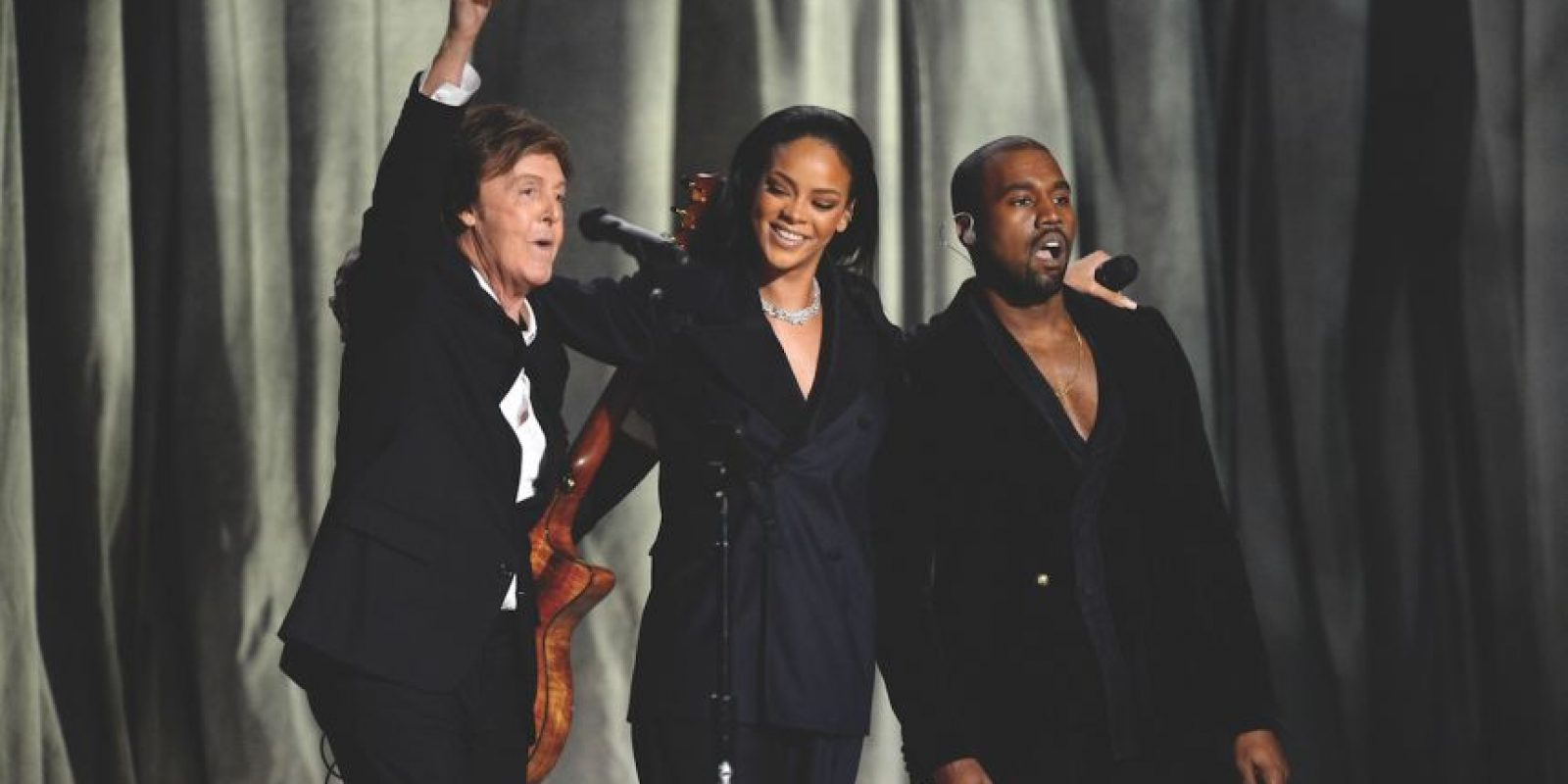 """Rihanna con Kanye West y Paul McCartney – """"FourFiveSeconds"""" (2015) Paul McCartney mantiene a la gente adivinando con su segunda colaboración más improbable, anteriormente en el juego de video """"Destiny"""" en el 2014. ¿Tal vez Rih se está calmando ahora con esta balada acústica? Pero no digamos nada demasiado pronto… Foto:Getty Images"""