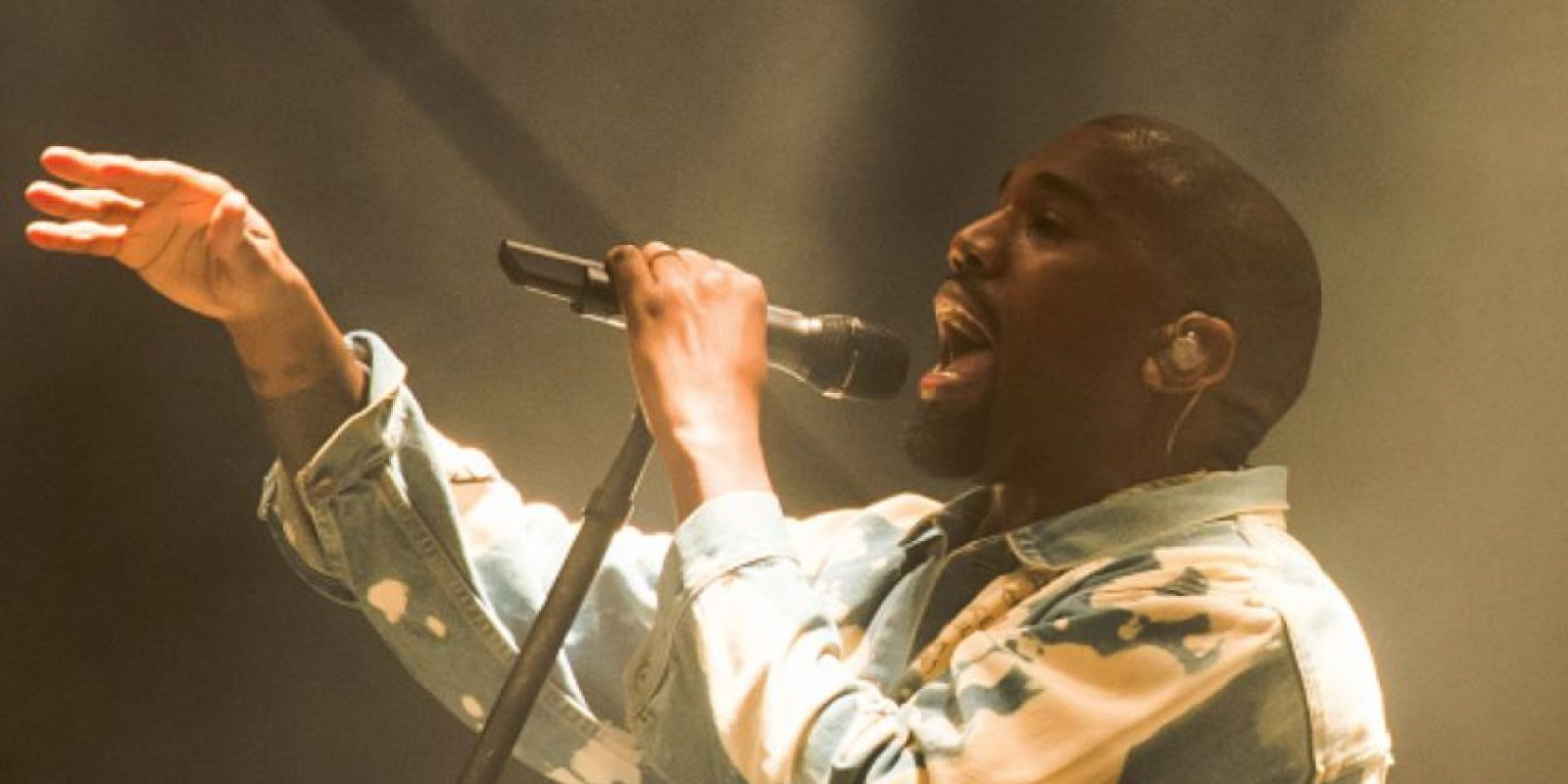 Kanye West volvió con otra de sus grandes citas egocéntricas para Glastonbury 2015, en el segundo día del evento. Foto:vía Getty Images