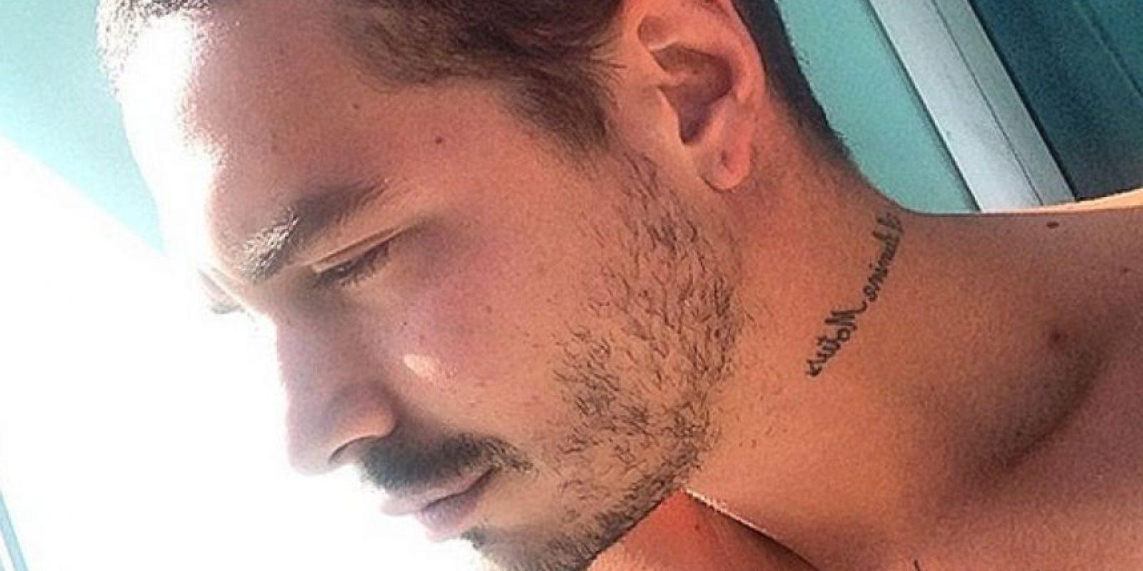 Tiene más de 30 tatuajes. Foto:vía Facebook /J Balvin