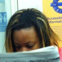 """""""Usar extensiones de cabello durante periodos largos puede tener graves consecuencias, porque pueden destruir el cabello de forma permanente"""", comentó Barry Stevens. Tal como sucedió con la pérdida de cabello de la cantante y actriz Ariana Grande. Foto:NoWayGir"""