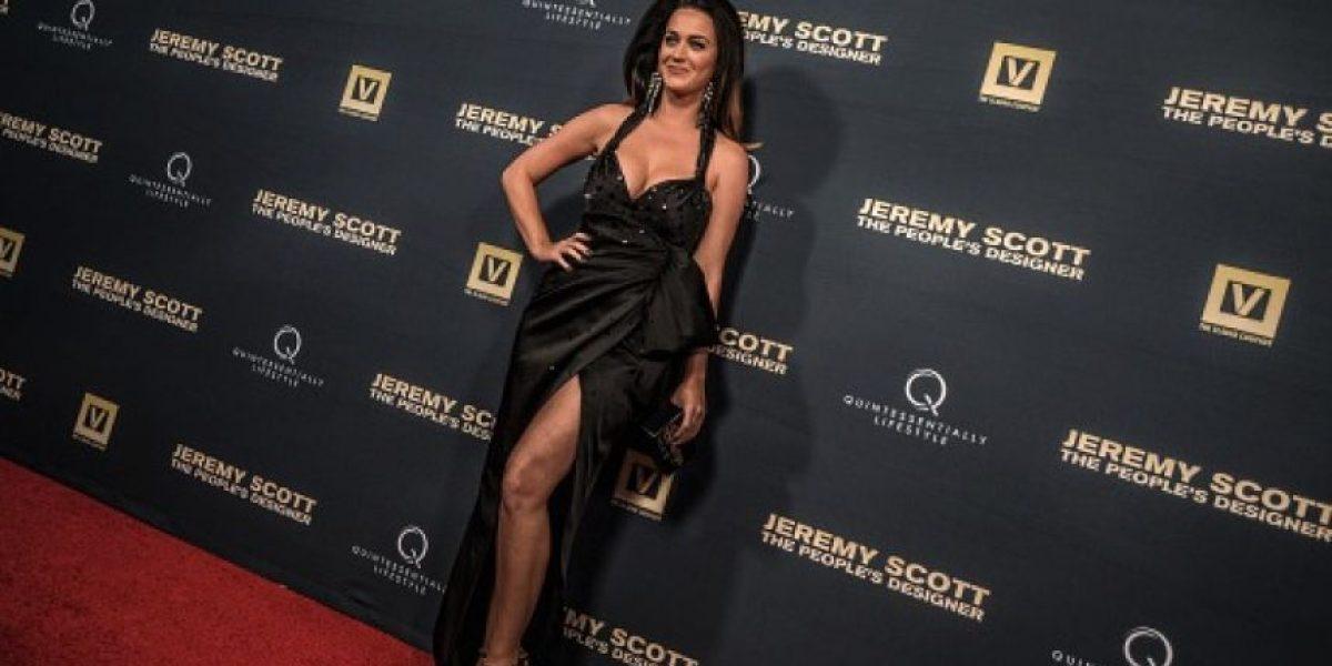 Katy Perry presume sus curvas y atrevido escote en Los Ángeles