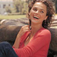 """En el 2010, el """"TVGuide"""" enlistó al corte de cabello de Keri como uno de los """"25 errores más grandes en las series de TV"""". Foto:vía The WB"""