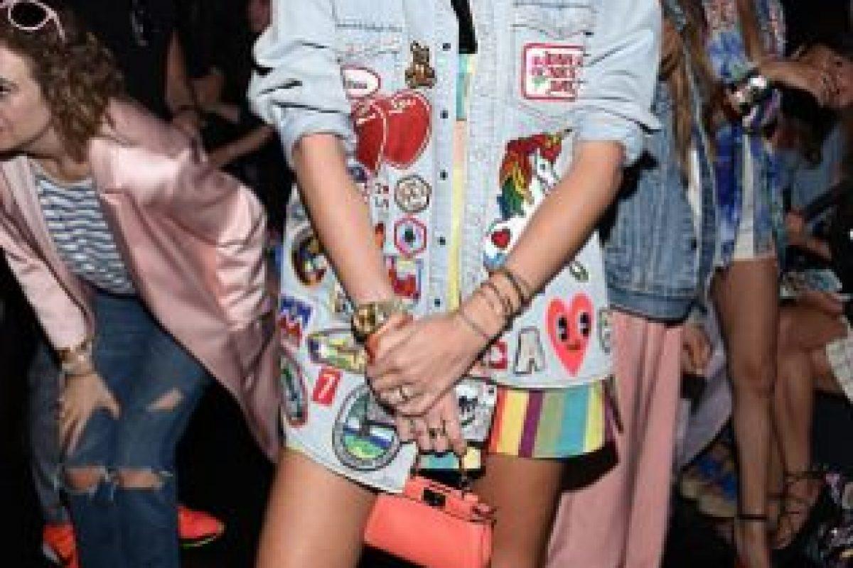 """Si bien Chiara Ferragni es una de las blogueras más """"It"""", siempre parece un escaparate de tendencias. Acá,como la maestra de """"El Autobús Mágico"""", en el desfile de Moschino. Foto:vía Getty Images"""