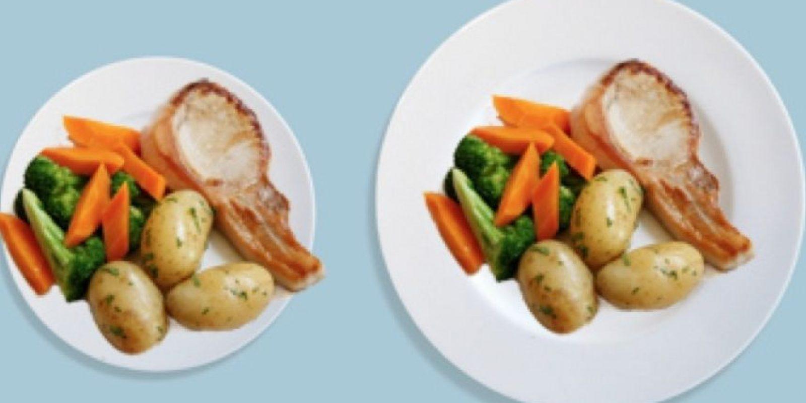Científicos de la Universidad de Illinois en Estados Unidos confirman la teoría de que cuando se sirve más cantidad en un plato o se escogen porciones más grandes, se tiende a comer más. Foto:Pinterest