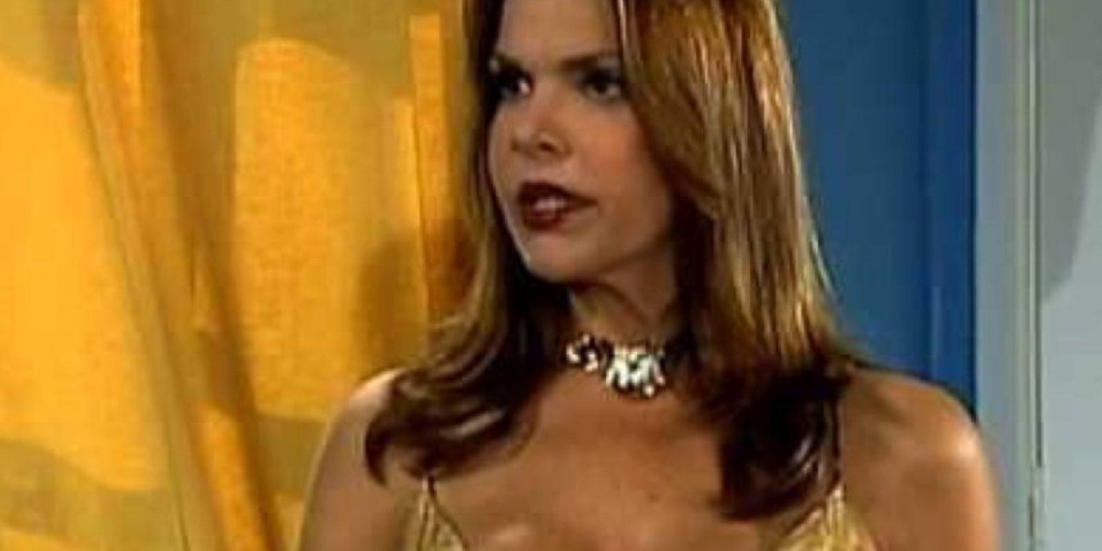 En realidad una prostituta que roba la identidad de la familia griega para la que trabajaba. Foto:vía RCTV