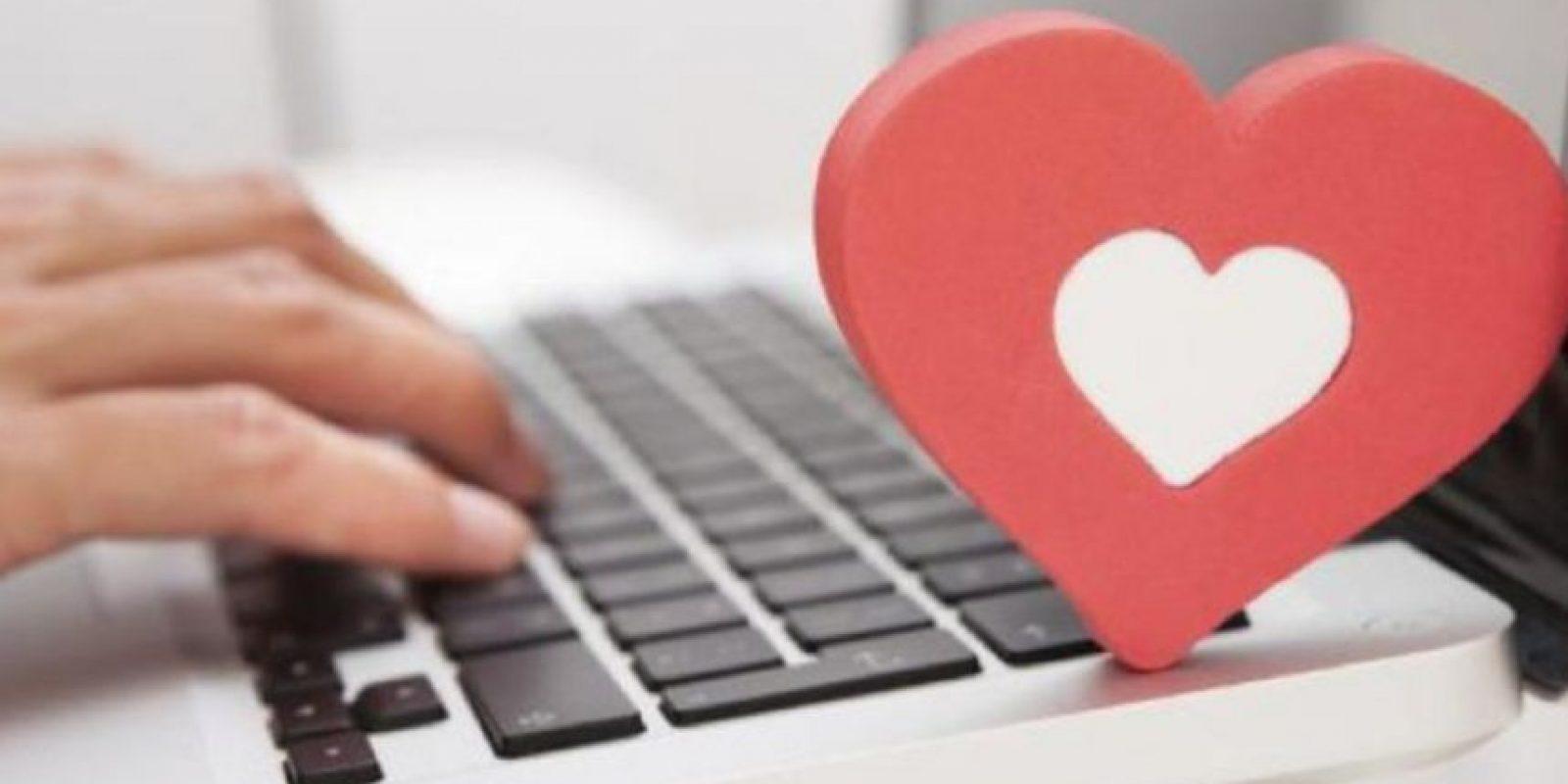 """Realicen su propia búsqueda online, miren en sus redes sociales y revisen que él o ella tenga existencia auténtica. Traten de conversar por chat, Skype, Facetime, por ejemplo. Aprendan a leer entre líneas y pongan atención a los relatos """"novelescos"""" o descripciones poco claras. Foto:vía Getty Images"""