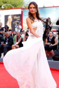 Alessandra Ambrosio en el Festival de Cine de Venecia. Foto:vía Getty Images