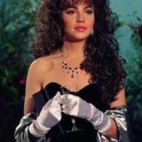 Acá, con otro vestido negro y guantes. Foto:vía Canal de las Estrellas