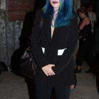 """Sky Ferreira, tratando de impresionar con un look """"fantasmal"""" y """"grunge"""". Foto:vía Getty Images"""