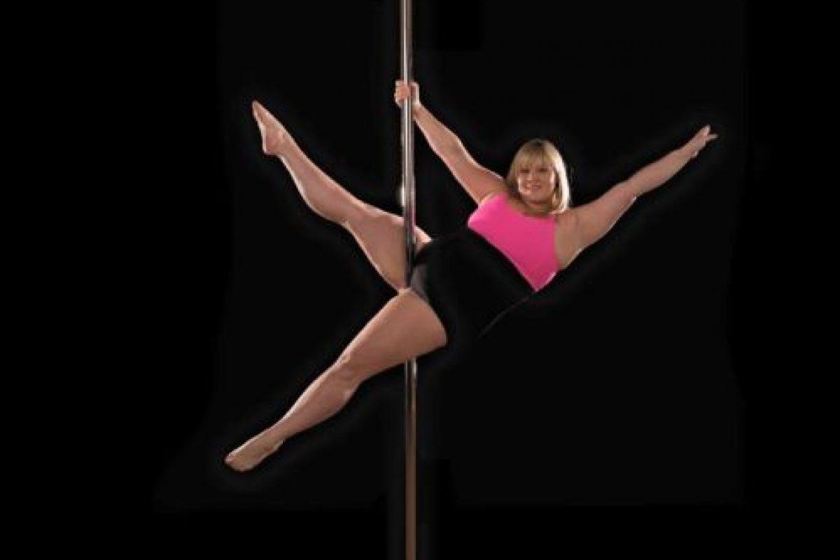 Y es una maestra de pole dance cuyas rutinas quitan el aliento. Foto:vía Facebook/Emma Haslam