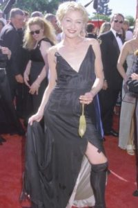 Portia de Rossi disfrazada de Courtney Love en 1999. Foto: vía Getty Images