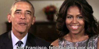 El presidente Obama y su esposa Michelle lo felicitaron en video. Foto:vía Twitter/Univision