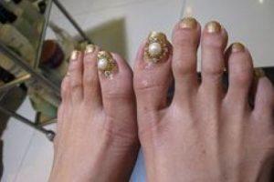 """Según la revista """"Seventeen"""", deben cortar sus uñas en línea recta. Foto:vía NoWayGirl"""