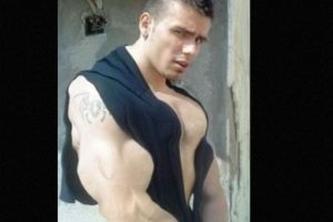Según el National Institute of Drug Abuse, el abuso de esteroides puede ayudar a que crezcan los senos masculinos. Foto:vía EpicFail.com