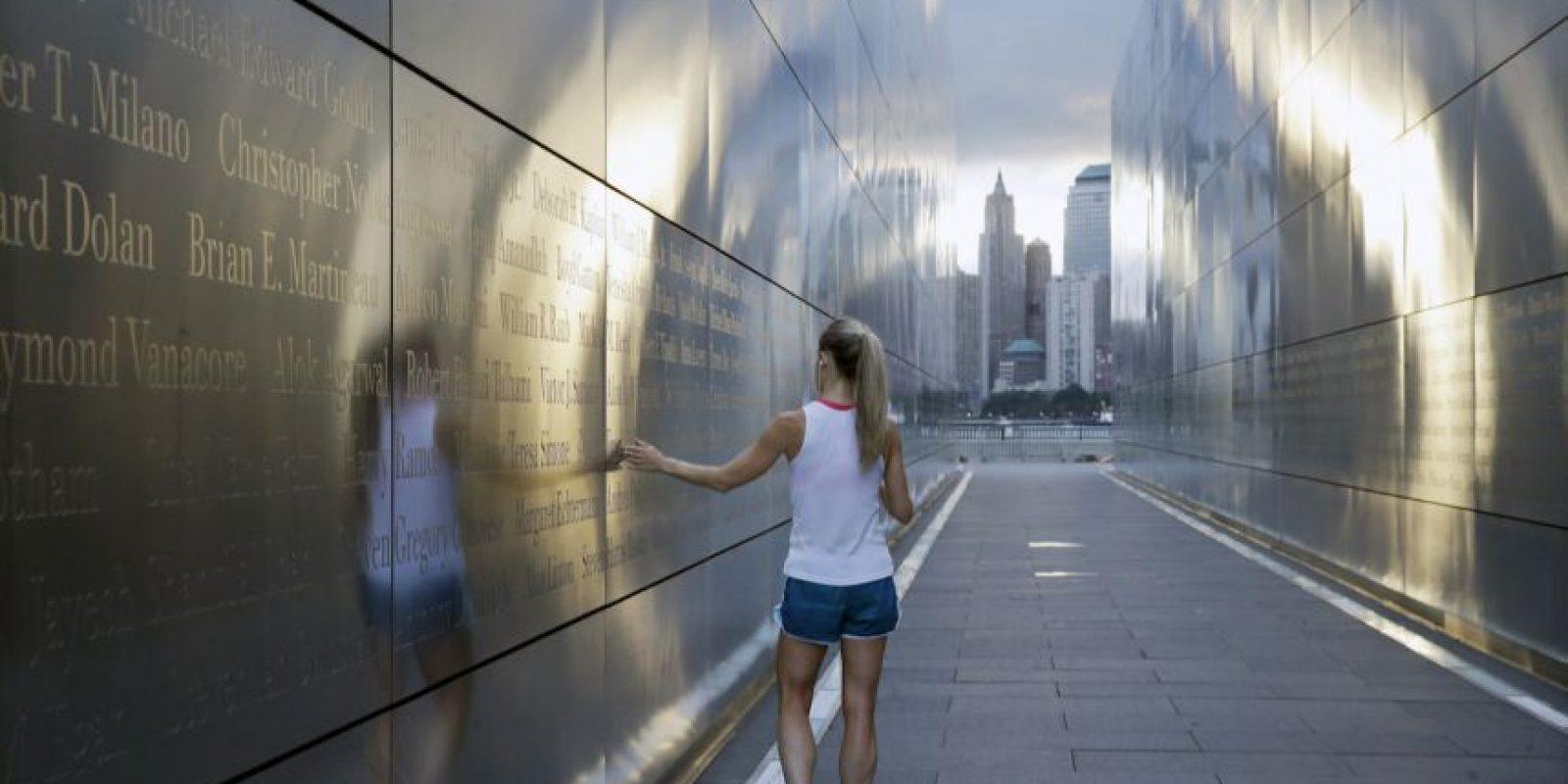 Los ciudadanos visitan la zona cero para recordar a los fallecidos en el atentado. Foto:AP