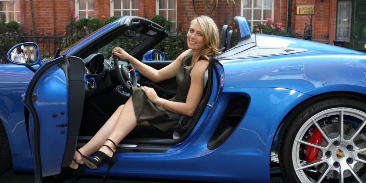 FOTOS. Sharapova cambió la raqueta por un Porsche para recorrer Londres