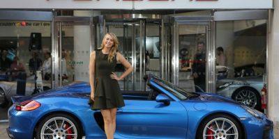 Maria Sharapova capturó la atención de muchos al conducir un auto de lujo en Londres. Foto:revistadelmotor.es
