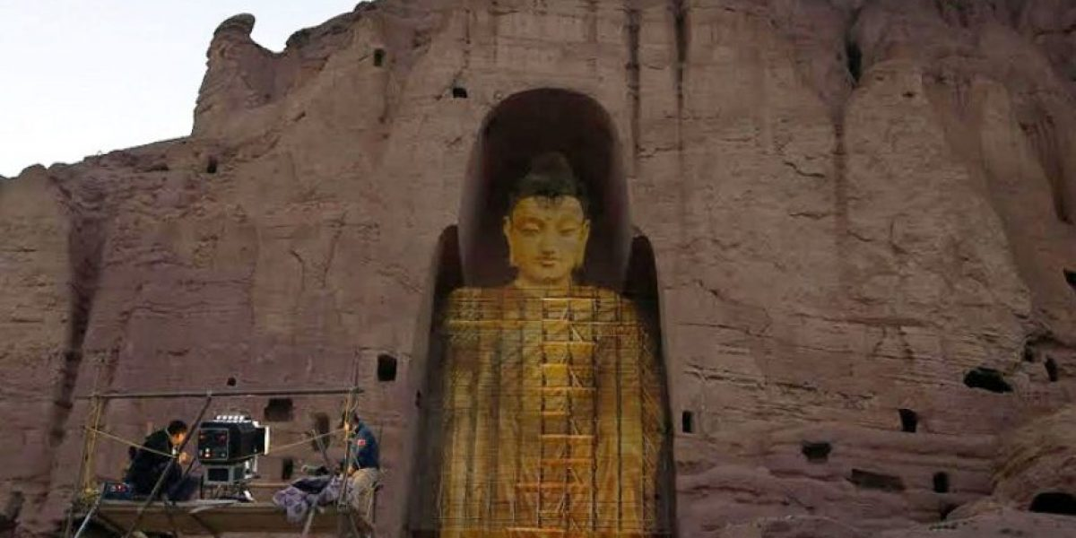 Un monumento destruido por terroristas regresa en forma de holograma