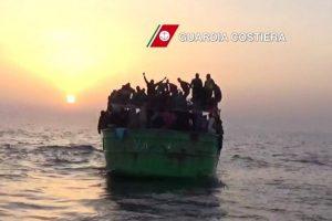 Durante los últimos meses, Europa se ha visto afectada por decenas de miles de migrantes que llegan a sus costas, provenientes de países de África como Libia. Foto:AFP