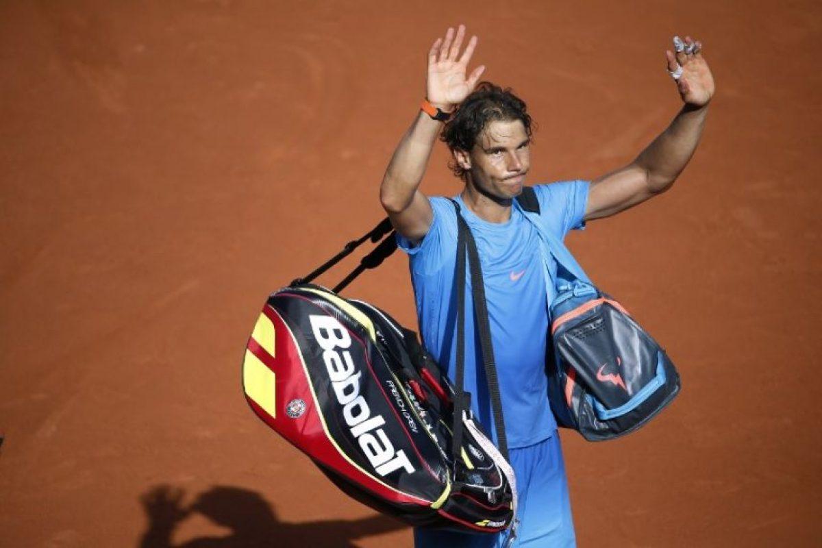 Rafael Nadal se despide de Roland Garros tras su derrota frente al serbio Novak Djokovic Foto:AFP