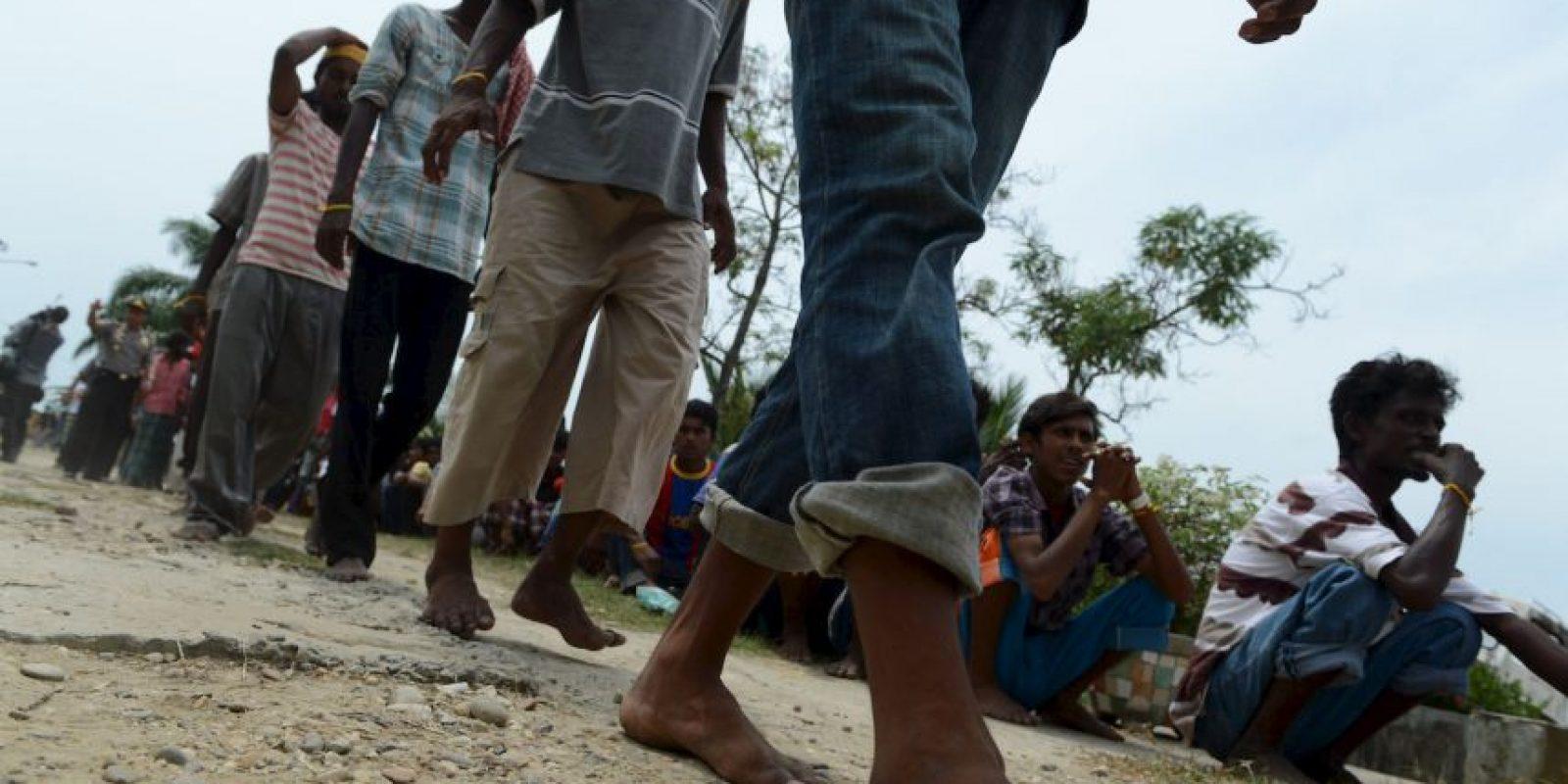 """De acuerdo a la Organización Internacional para las Migraciones (OIM), más de 12 millones de personas pasan por el corredor entre ambos países cada año. El Salvador, Guatemala, Honduras y México son algunos de los países de los inmigrantes que tratan de llegar de forma ilegal. De acuerdo al medio británico, las partes más peligrosas son los estados de Veracruz y Tamaulipas en México. También está """"La Bestia"""", un tren de carga en el que los inmigrantes viajan como polizones. También están los que tratan de llegar a Estados Unidos por el desierto de Arizona. Foto:AFP"""