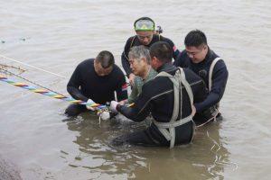 Naufraga un ferry en China, hay más de 400 desaparecidos y 30 muertos. Solamente sobrevivieron 20 personas Foto:AFP