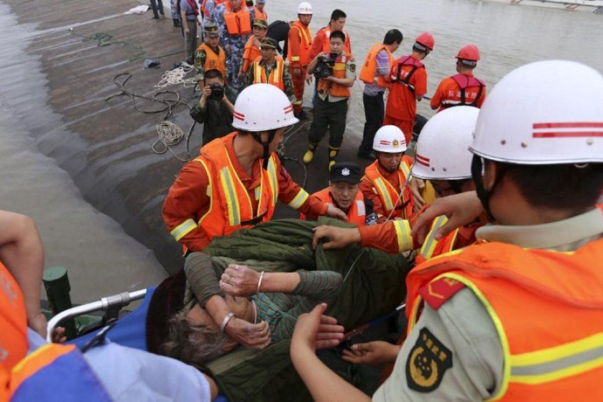 """En la embarcación, de nombre """"Dongfangzhixing"""", viajaban más de 450 personas y probablemente se hundió a causa de un ciclón. Foto:AFP"""