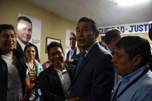 El candidato que terminó primero se visitió con los colores de la selección nacional pero dijo que sigue a Municipal. Foto:AFP
