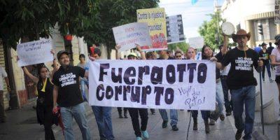 FOTOS: Miles piden la renuncia del presidente de Guatemala
