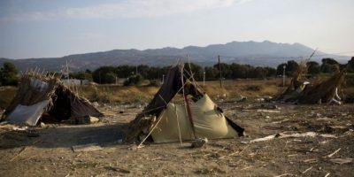La mayoría acampan en las carreteras y playas de la isla. Foto:AFP