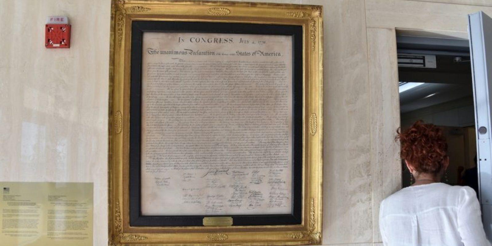 Copia de la declaración de independencia de Estados Unidos que cuelga en una de las paredes de la embajada Foto:AFP