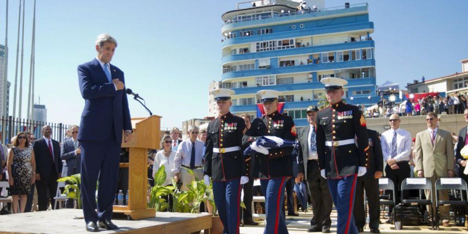 """Kerry, señaló que era una ocasión memorable, """"un día para dejar a un lado las viejas barreras y explorar nuevas posibilidades"""". Foto:AFP"""