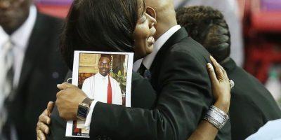 Familiares de las víctimas de la balacera en la iglesia de Charleston, Estados Unidos. Foto:AFP