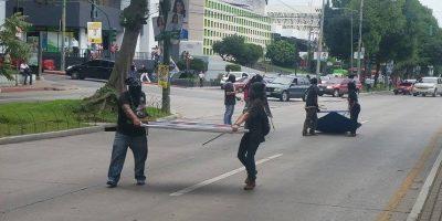EN IMÁGENES. Encapuchados retiran propaganda política en La Reforma